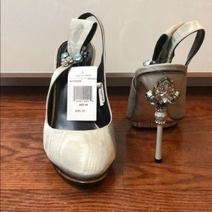 Oscar de la renta embellished pump